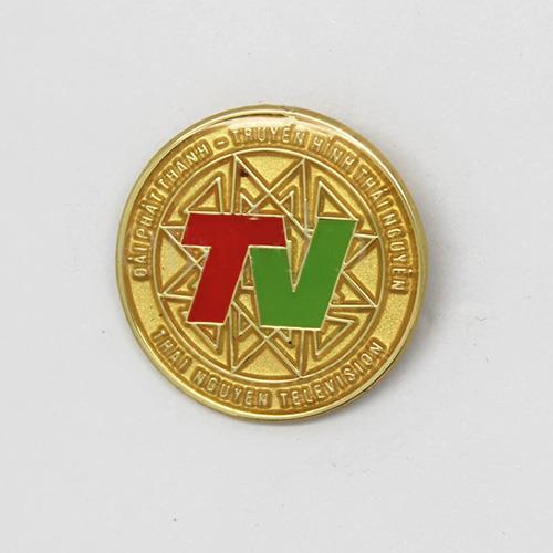 Làm huy hiệu cài áo, logo công ty kim loại giá rẻ